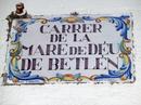 Испанский язык в Аликанте, да и вообще во всем Валенсийском сообществе, понимают и принимают чудесно, но есть и свой валенсийский, немного похожий на каталанский. Таблички на одной стороне улицы могут быть на испанском, а на другой - на валенсийском наречии.