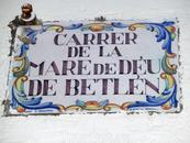 Испанский язык в Аликанте, да и вообще во всем Валенсийском сообществе, понимают и принимают чудесно, но есть и свой валенсийский, немного похожий на каталанский ...