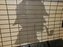 Ну а самая близкая, почти родная, для нас станция метро - это, конечно же, Бейкер-Стрит. Ее стены украшает плитка с профилем Шерлока, который, кажется, срисовали с нашего Ливанова.
