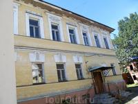 Боковая стена в главном доме усадьбы купца Наумова