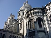 Basilique du Sacré Cœur Белый камень содержит вкрапления кальцита, поэтому в мокрую погоду собор мерцает.
