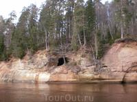 пещера Черта (Вэлна) в окрестностях Сигулды.