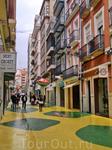 Нетипичная улочка Аликанте, la calle de las setas (грибная улица) - аттракцион под открытым небом. Забавные мухоморы расставлены вдоль всей улицы, сверху ...