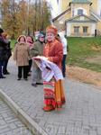 В Угличе на пристани нас встретила хлебом-солью настоящая русская красавица :)