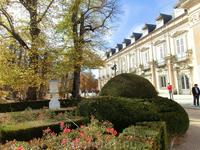 Дворец был построен во времена правления короля Испании Филиппа V, который был впечатлен красотой этого места во время охоты. Решив уйти из старого Королевского ...