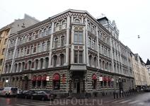 Я не специалист по архитектуре, но на мой взгляд это здание довольно необычно для Хельсинки