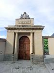 К сожалению, монентый двор, как и все музеи Сеговии, в воскресенье работал только до 14 часов. Опоздала. Ну что ж, будет для чего вернуться в Сеговию еще ...
