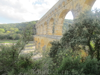 древнеримский акведук Пон-дю-Гар