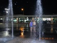 Поющие фонтаны  - в центре Кемера на площади