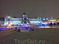 на площади возле Дворца Земледельцев была красивая новогодняя иллюминация.
