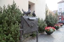 Почта и памятник ей