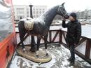 Красивый конь(слева)