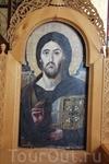 Улыбающийся или плачущий Христос (надо прикрыть половину лика)