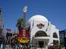 исхоженные туристами тропы Universal Studios...