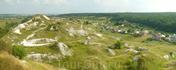 Вид на селище и современное село Крапивное с севера.