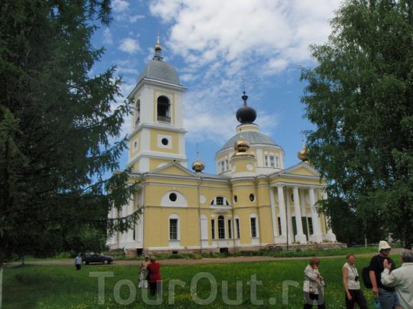 Успенский собор в Мышкине. Можно подняться на колокольню.Вид - великолепный ! Но ступенек много.