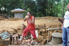 Кокосовый король - разрывает кокос ЗУБАМИ за 1 минуту