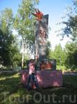 Памятник к 50-ти летию ВЛКСМ в городском парке.