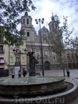 Далее мы собирались посмотреть рынок и римские развалины и по дороге к ним набрели на вот эту красивейшую церковь - церковь La Iglesia de Santa Isabel ...