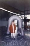 изря-я-ядная скульптура в аэропорту в Осло