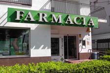 Аптека недалеко от отеля в сторону Сан Сальвадор, т. е. налево пойдёшь к аптеке придёшь...