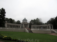 Колоннада вместе с площадкой