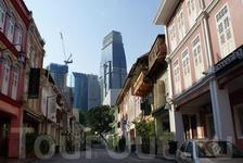 В китайском квартале сохранилась старая китайская архитектура. Большая часть была разрушена в середине XX века, сейчас многое восстановлено и продолжает ...