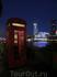 Еще один символ Лондона - красная телефонная будка.