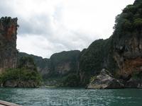 Где-то между Ao Nang и Ao Railay (расстояние мизерное - минут 10 на лодке)