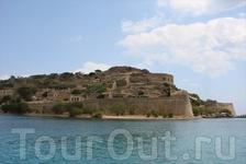 Остров-крепость Спиналонга. Была обнесена стенами венецианцами в 1579 году.