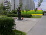 Памятник Милю перед вертолётом