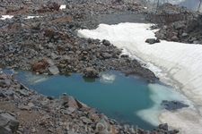 Вот такое озерцо на склоне Эльбруса