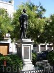 Памятник Дону Жуану (он же юный Ленин) в Севилье.