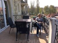 Как прекрасно расслабляться под апрельским солнышком на балконе в отеле Aurum!
