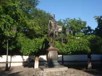 Де Рибас. Памятник довольно неказистый и одесситы его не любят.