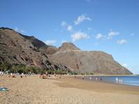 Неподалеку от Санта Крус находится пляж с золотым песком - Плайа де ляс Тереситас