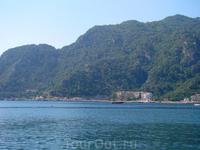 влажность в двое ниже, чем на анталийском побережье...+ с моря постон\янно легкий бриз. Климат шикарный.