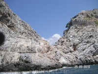 скалы с частью крепостной стены (яхт-тур)