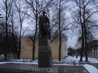памятник Володе Куриленко, герою Великой Отечественной войны.