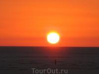 Восход на мертвом соленом озере Шотт-Эль-Джерид.