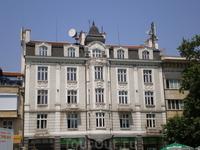 Постройки различных веков плавно перетекают в современные здания нового Пловдива.
