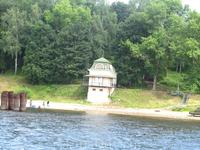 Этот домик относится к пристани (Борисоглебская сторона)