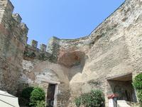 Крепостные стены (Castro) в Верхнем городе (Ano Poli) занесены на карту всемирного культурного наследия UNESCO