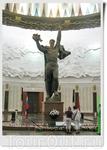 Зал Славы - центральный зал Центрального музея Великой Отечественной войны. Он предназначен для увековечения имён Героев Советского Союза, получивших это ...