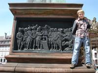 Памятник первому книгопечатнику( Иоганн Гутенберг).