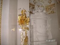 Во дворце