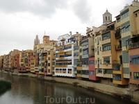 Знаменитые домики на берегу реки