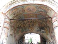 Кирилло-Белозерский монастырь. росписи святых ворот