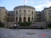 Стуртинг (парламент). Построен в 1857-66 гг. и символизирует прежде всего обретение свободы и независимости страной (после выхода из союза с Данией). Летом ...
