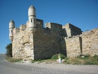 Крепость Ени-Кале вид с шоссейной дороги